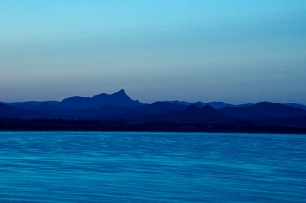 Image in blue of Byron Bay at sunrise by Kenan Malik on the Contact page of LilliPilli-IP